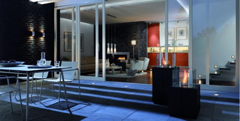 Blick in Wohnraum mit Einbaustrahlern