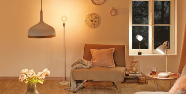 Skandinavische Stehleuchte in Wohnzimmer