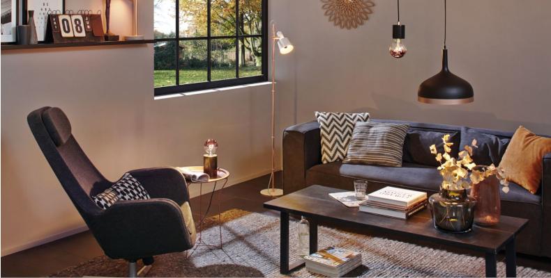 Wohnzimmer mit skandinavischen Lampen