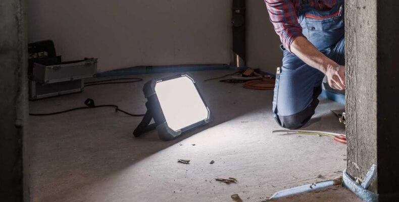 Baulampe auf einer Baustelle